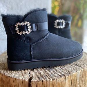 UGG MINI SIDE BROOCH\ BLACK\Size 8